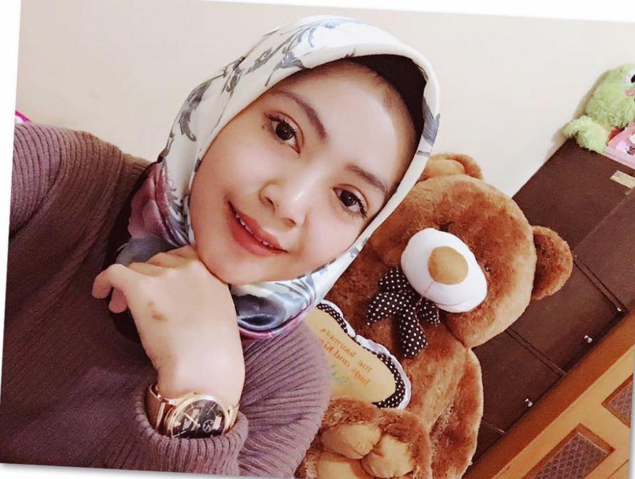 gadis cantik dengan hijab segiempat terbaru